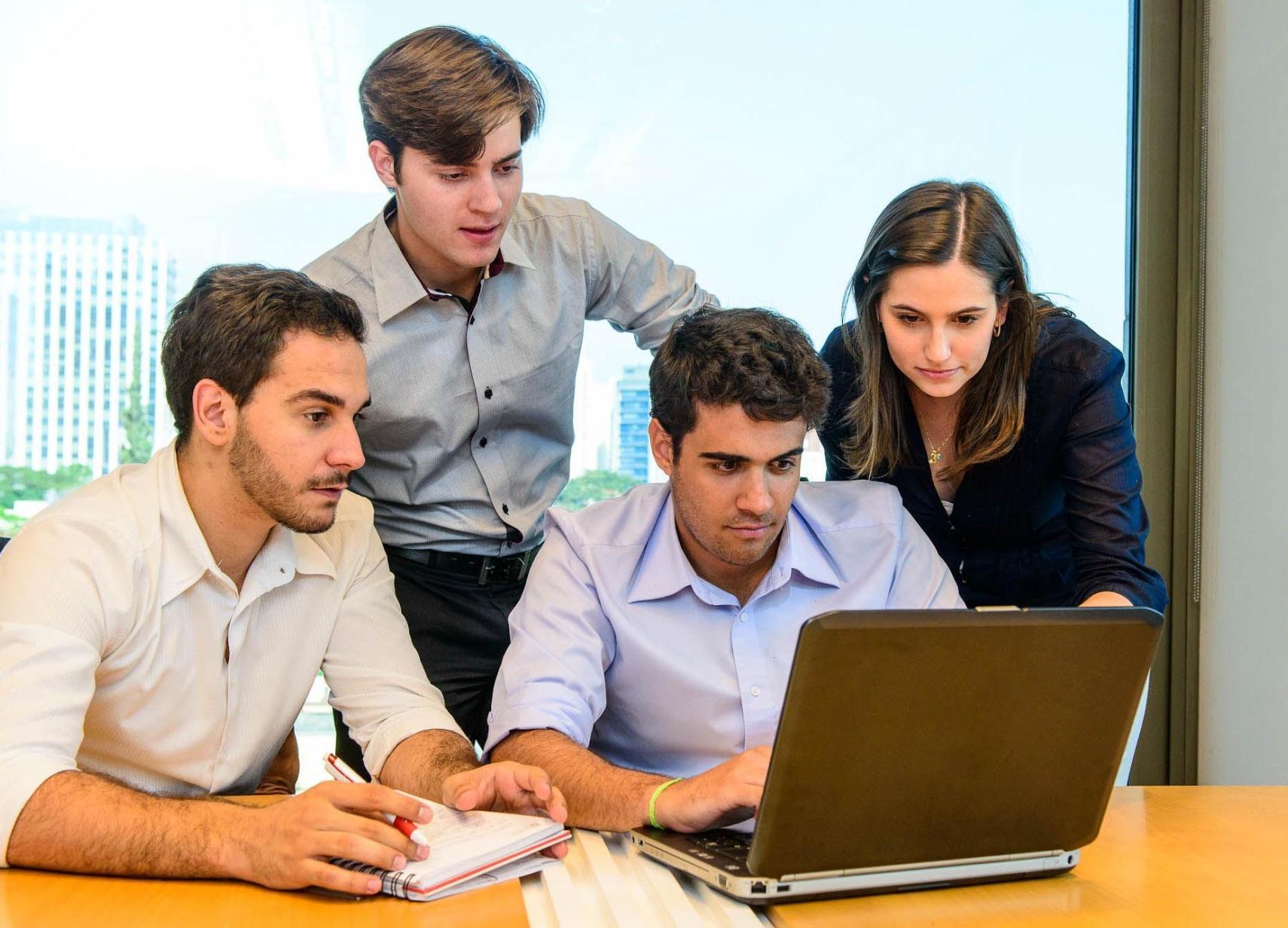 Jovens brasileiros são maioria no consumo de internet no Brasil